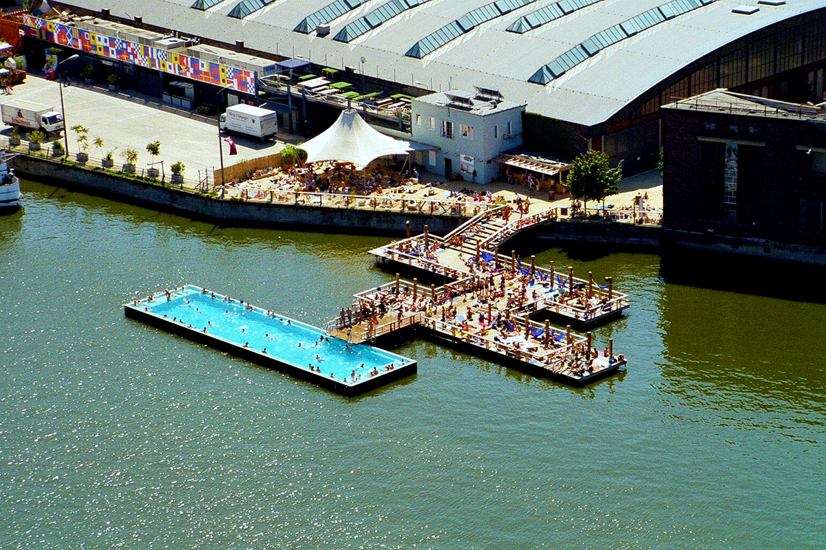 floating pool in the river spree in berlin badeschiff archtalent. Black Bedroom Furniture Sets. Home Design Ideas