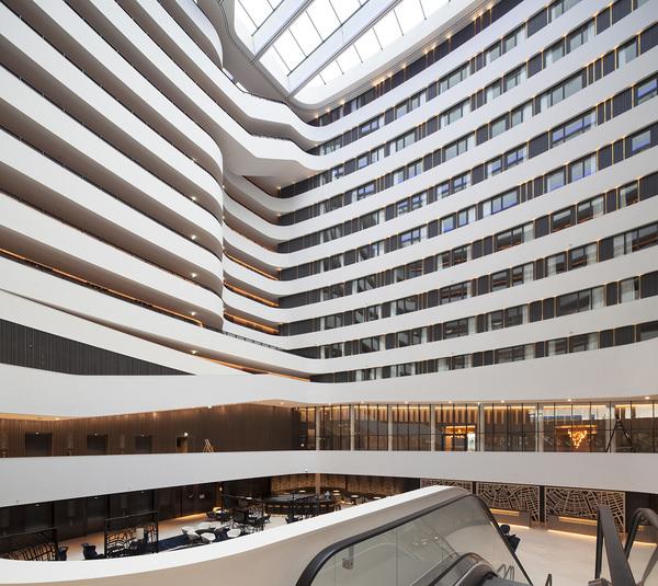 Hilton amsterdam airport schiphol atrium 2