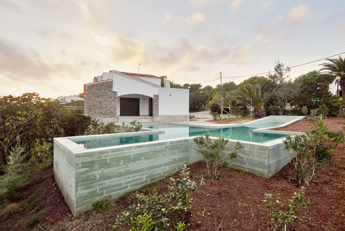 Swimming pool folly archtalent - Casas en pendiente ...